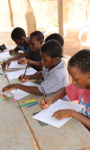 2 CHI SIAMO sessione di disegno con i ragazzi di strada - keoogo